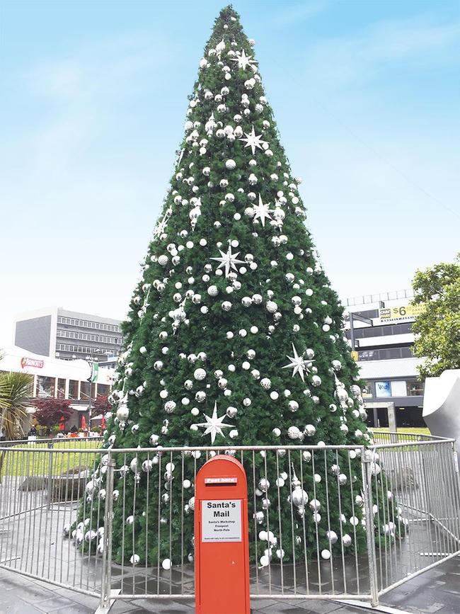 (c)ecube161123_newmarket_tree00.jpg