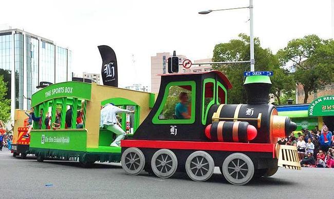 (c)ecube161201_santaparade02.jpg